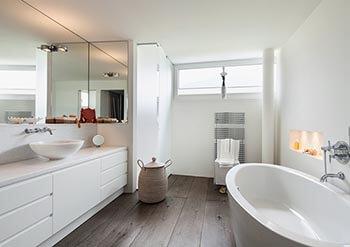 Jaka barwa światła w łazience